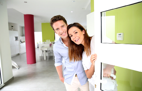 Jeunes et amoureux quand la magie de l'immobilier agit sur eux !