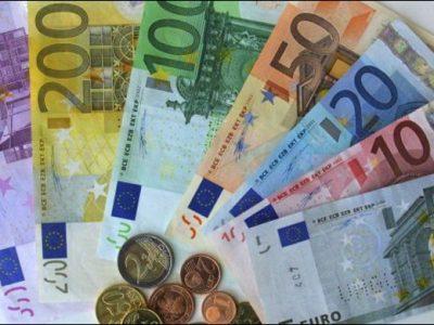 L'euro au plus haut depuis 2015 face au dollar